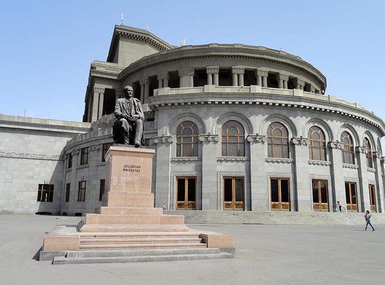 opera teatr Erywań ciekawostki atrakcje zabytki Armenia