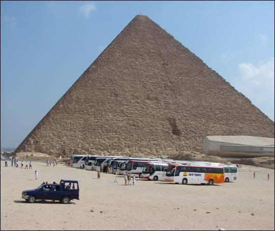 Faraon Cheops i jego piramida