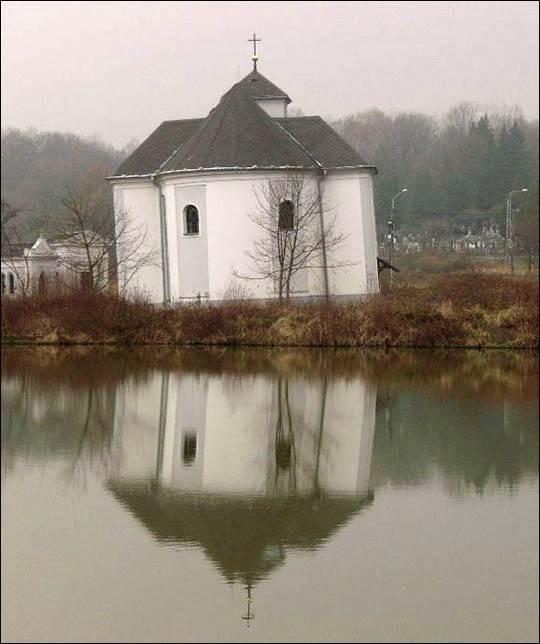 Jest wieża w Pizie, jest też… krzywy kościół