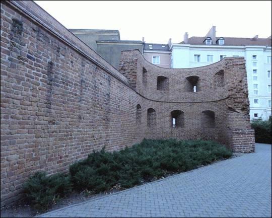 Mury obronne, Poznań