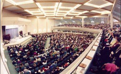 Zgromadzenie w Velten niedaleko Berlina