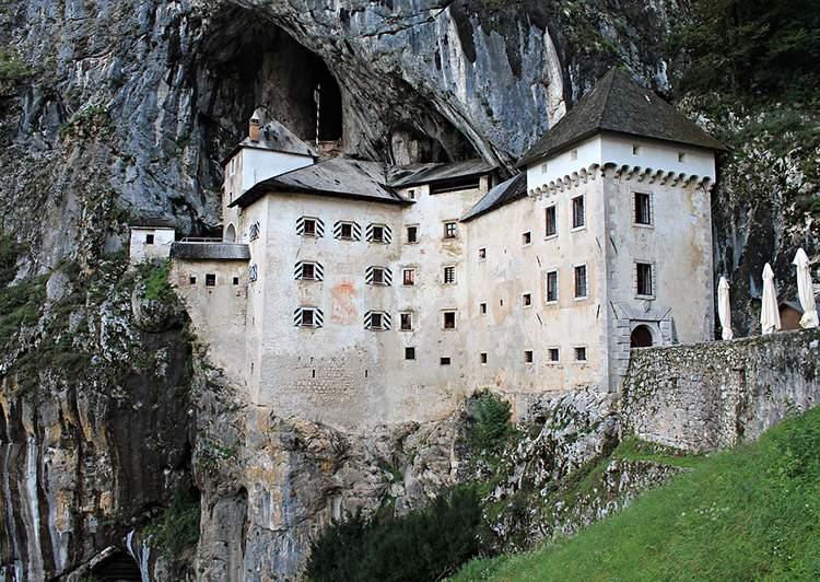 Słowenia zamek atrakcje Słowenii ciekawostki zamki zabytki Postojna