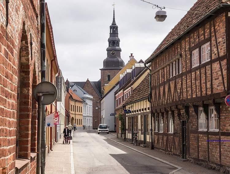 Polscy turyści odwiedzają szwedzkie Ystad