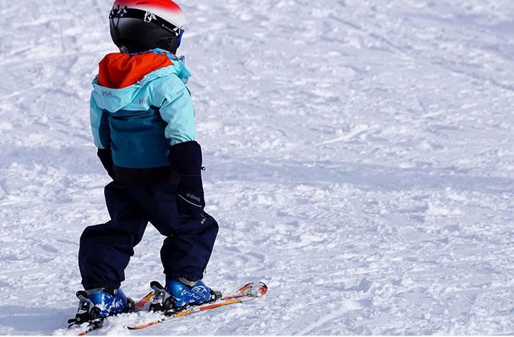 Wyjazd na narty z dziećmi. Gdzie jechać, o czym pamiętać?