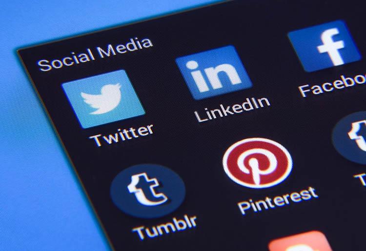 10 year challange i media społecznościowe