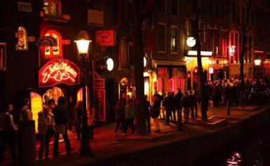 Amsterdam walczy z turystami