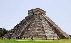 Meksyk. Piramida Kukulkana w Chichen Itza