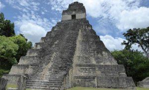 Tikál w Gwatemali i piramidy Majów