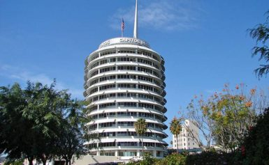 Capitol Records Building w Hollywood