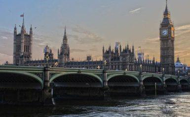 Kiedy można dostać zwrot podatku za pracę w Anglii?