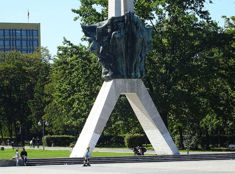 Żyrafa Pomnik Walki i Pracy Tychy ciekawostki atrakcje