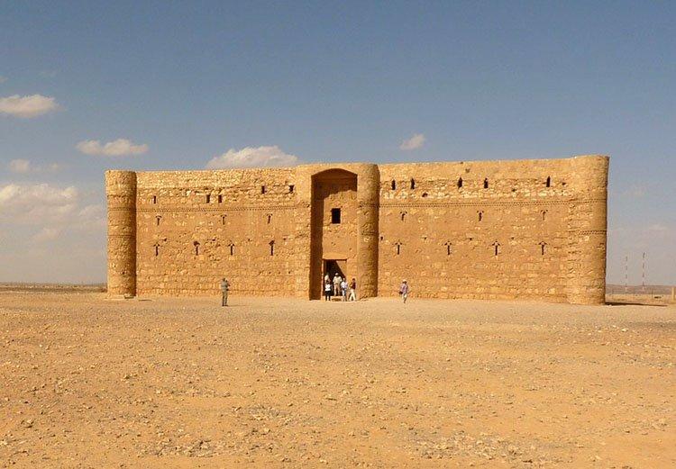 Qasr al Kharana zamek pustynny Jordania ciekawostki