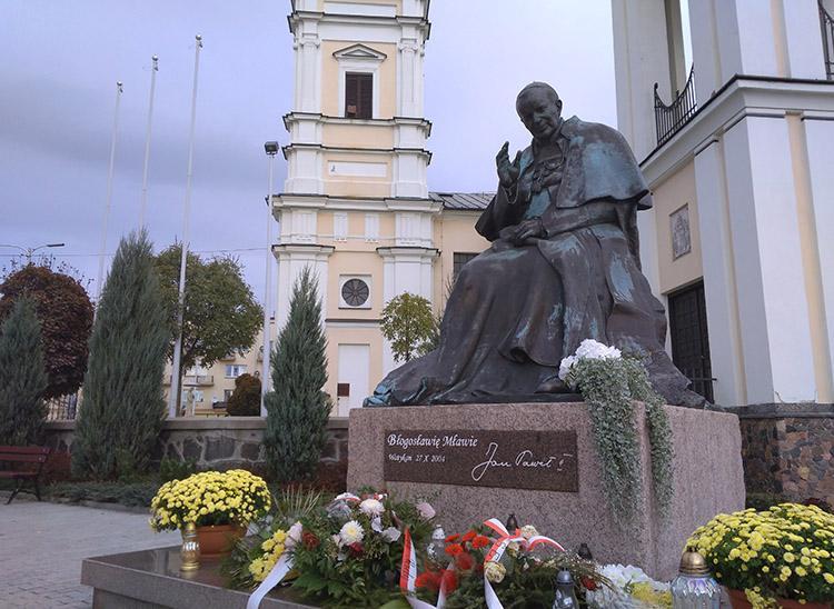 Jan Paweł II pomnik Kościół świętej Trójcy Mława ciekawostki