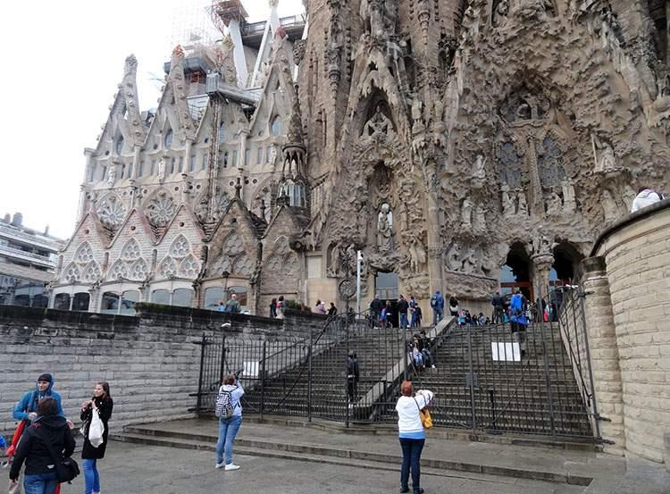 Sagrada Familia katedra Barcelona ciekawostki