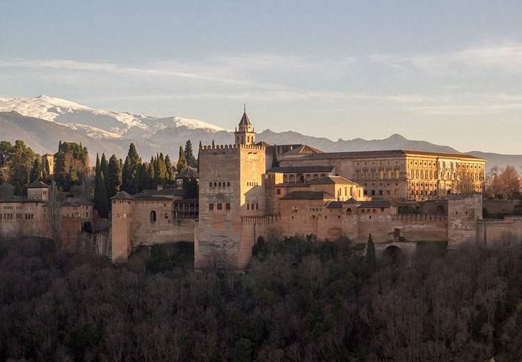Alhambra Andaluzja ciekawostki atrakcje