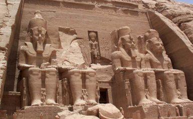 Faraon Ramzes II i podróże jego posągu