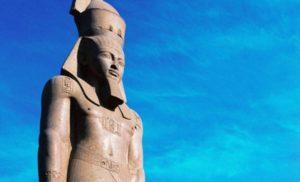 Posąg Ramzesa II w Muzeum Egipskim
