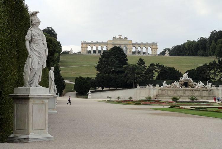 Glorietta Shonbrunn pałac Wiedeń ciekawostki Austria zabytki atrakcje