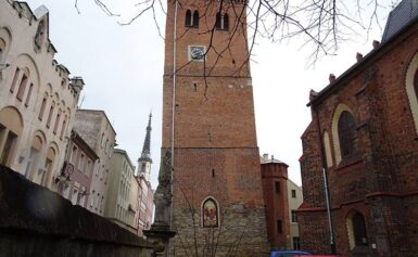 Krzywa Wieża – Ząbkowice Śląskie