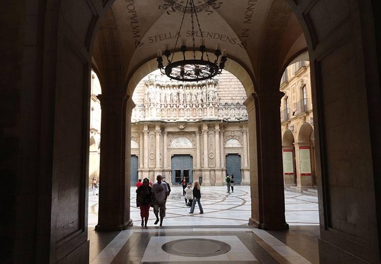 kościół Montserrat Katalonia ciekawostki Hiszpania Barcelona