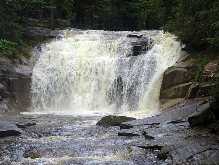Wodospad Mumlawa. Harrachov, Czechy