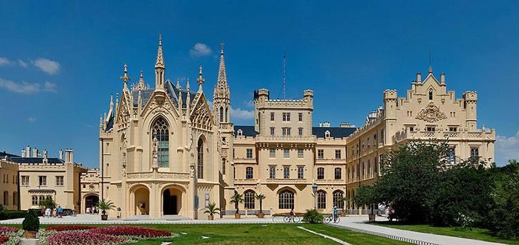 zamek pałac Lednice Czechy zamki pałace zabytki