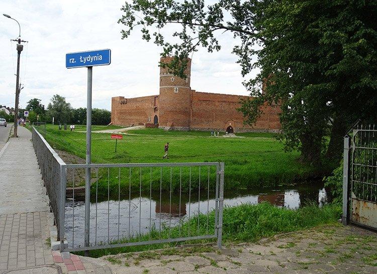 rzeka Ładynia zamek Ciechanów ciekawostki atrakcje zabytki